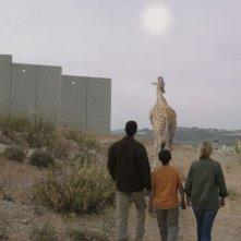 Giraffada: Ahmed Bayatra in una scena del film con Saleh Bakri e Laure De Clermont