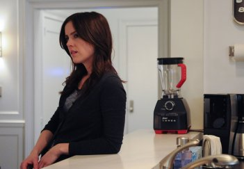 The Following: Jessica Stroup in una scena dell'episodio The Reaping