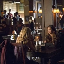 The Vampire Diaries: Nina Dobrev e Candice Accola nell'episodio Resident Evil