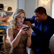 Arrow: David Ramsey ed Emily Bett Rickards nell'episodio Ladro di gioielli