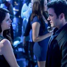 Arrow: Jessica De Gouw e Colin Donnell nell'episodio Il ritorno della cacciatrice