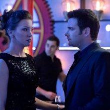 Arrow: Katie Cassidy e Colin Donnell nell'episodio Il ritorno della cacciatrice