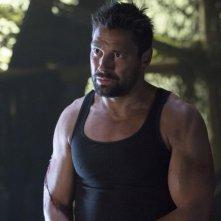 Arrow: Manu Bennett in una scena dell'episodio Odissea
