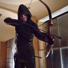 Arrow: Stephen Amell nell'episodio Il filantropo dell'anno