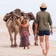 Tracks - Attraverso il deserto: Mia Wasikowska in un'immagine del film con Adam Driver (di spalle)