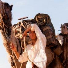 Tracks - Attraverso il deserto: Mia Wasikowska in un'immagine tratta dal film