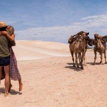 Tracks - Attraverso il deserto: Mia Wasikowska in una scena del film con Adam Driver