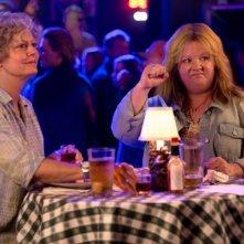 Tammy: Susan Sarandon e Melissa McCarthy in un locale