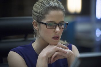 Arrow: Emily Bett Rickards nell'episodio Seeing Red, seconda stagione