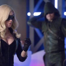 Arrow: Stephen Amell e Caity Lotz nell'episodio Seeing Red, seconda stagione