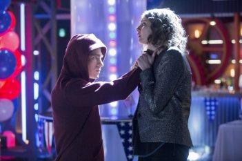 Arrow: Willa Holland e Colton Haynes nell'episodio Seeing Red, della seconda stagione
