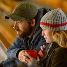 Captives: Ryan Reynolds in una scena del film con Mireille Enos