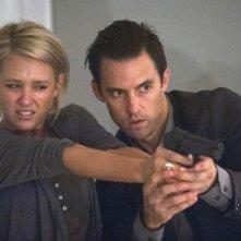 Chosen: Milo Ventimiglia con Nicky Whelan in una scena della prima stagione