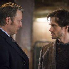 Hannibal: Mads Mikkelsen con Hugh Dancy durante una scena dell'episodio Su-zakana