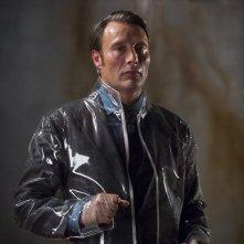 Hannibal: Mads Mikkelsen durante una scena dell'episodio Sakizuki