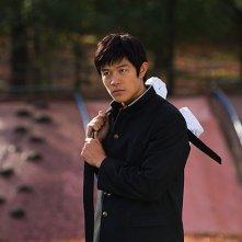 HK: Forbidden Super Hero - Ryohei Suzuki in borghese