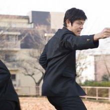 HK: Forbidden Super Hero - Ryohei Suzuki in comnbattimento