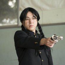 HK: Forbidden Super Hero - Tsuyoshi Muro impugna la pistola