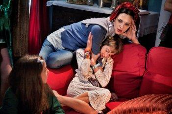 Incompresa: Asia Argento sul set con Giulia Salerno