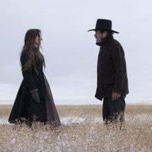 The Homesman: Tommy Lee Jones e Grace Gummer in una scena