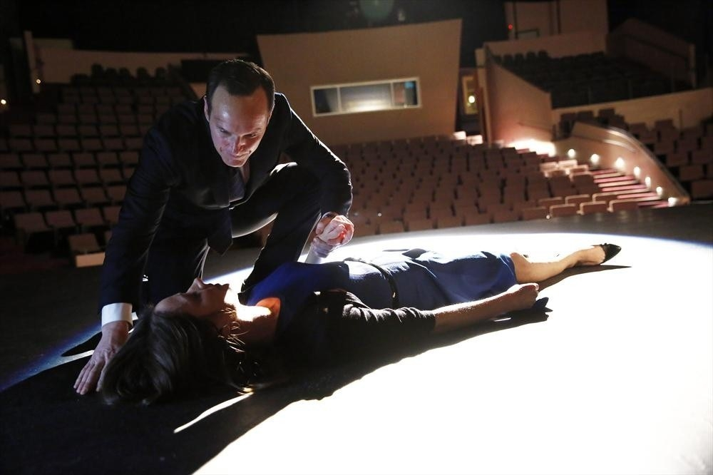 Agents Of S H I E L D Clark Gregg Con Amy Acker Nell Episodio The Only Light In The Darkness Prima S 367039