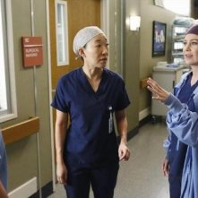 Grey's Anatomy: Ellen Pompeo e Sandra Oh nell'episodio Change of Heart, decima stagione