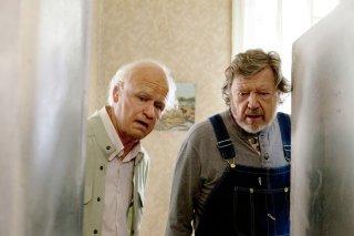 Il centenario che saltò dalla finestra e scomparve: Robert Gustafsson con Iwar Wiklander in una scena