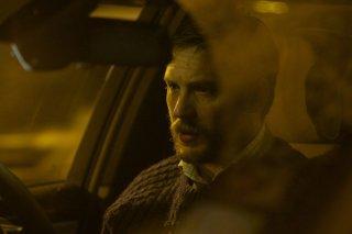 Locke: Tom Hardy in lacrime in una scena del film