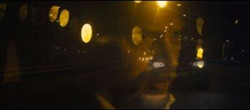 Locke: Tom Hardy in una suggestiva scena del film