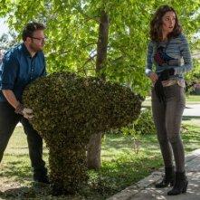 Neighbors: Seth Rogen e Rose Byrne alle prese col giardinaggio
