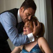 The Equalizer - Il vendicatore: Marton Csokas abbraccia minacciosamente Haley Bennett