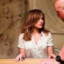 Jennifer Lopez tenuta in ostaggio in una scena del film 'Parker'