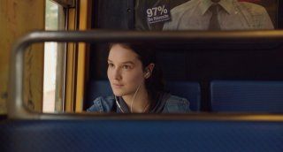 Bird People: Anaïs Demoustier in una scena del film