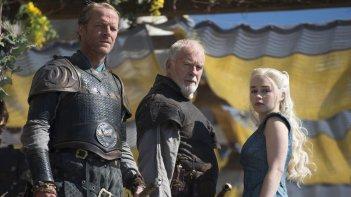 Il trono di spade: Emilia Clarke, Iain Glen nell'episodio Oathkeeper, quarta stagione