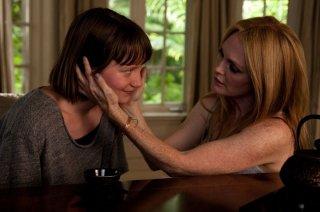 Maps to the stars: Mia Wasikowska in una scena del film con Julianne Moore