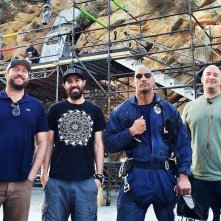 San Andreas: 3D - Ecco Dwayne Johnson sul set insieme ad alcuni dei tecnici
