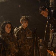 Il trono di spade: Ellie Kendrick, Thomas Brodie-Sangster e Burn Gorman nell'episodio Oathkeeper, della quarta stagione