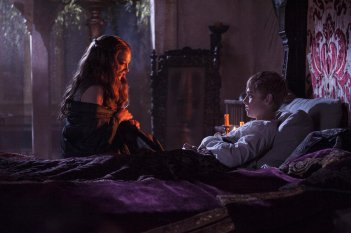 Il trono di spade: Natalie Dormer e Dean-Charles Chapman nell'episodio Oathkeeper, della quarta stagione