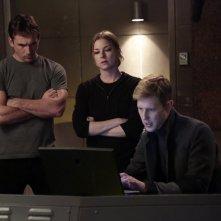 Revenge: Gabriel Mann ed Emily VanCamp in una scena dell'episodio Impetus, terza stagione