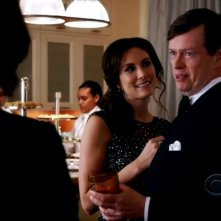 The Good Wife: Dylan Baker e Laura Benanti nell'episodio Tying the Knot, della quinta stagione