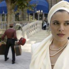 Il tempo del coraggio e dell'amore: un primo piano di Adriana Ugarte in un momento della prima stagione