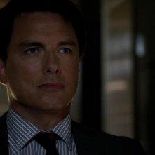 Arrow: John Barrowman nell'episodio Conti in sospeso, della prima stagione