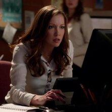 Arrow: Katie Cassidy nell'episodio L'ultima vittima, prima stagione