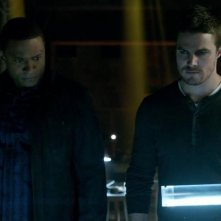 Arrow: Stephen Amell e David Ramsey nell'episodio Conti in sospeso, prima stagione