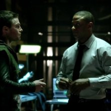 Arrow: Stephen Amell e David Ramsey nell'episodio L'ultima vittima, prima stagione
