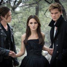 Fallen: Addison Timlin, Jeremy Irvine e Harrison Gilbertson nella prima immagine ufficiale del film
