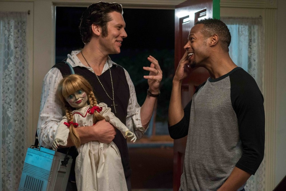 Ghost Movie 2 Questa Volta E Guerra Marlon Wayans Con Hayes Macarthur In Una Scena Del Film 371530