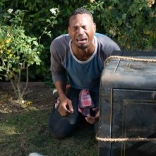 Ghost Movie 2 - Questa volta è guerra: Marlon Wayans in lacrime in una buffa scena del film