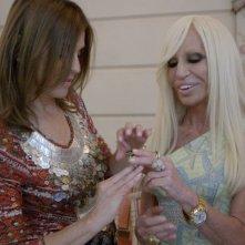 Mademoiselle C: Carine Roitfeld con Donatella Versace in una scena del film