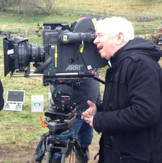 Sunset Song: il regista Terence Davies sul set